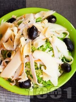 Салата с китайско зеле, круши и шунка - снимка на рецептата